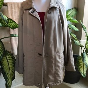 Classic Elements beige medium-weight jacket